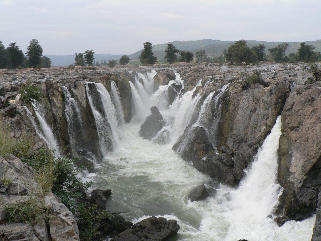 View of the Hogeynakal falls