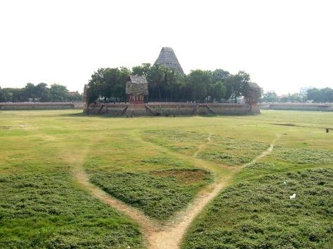 Vandiyur Mariamman Teppakulam - the island temple